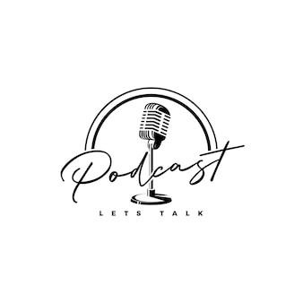 Vettore di progettazione del logo del podcast del microfono vintage