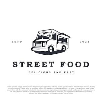Vintage retrò camion di cibo o cibo di strada logo illustrazione vettoriale per negozio di alimentari e altro