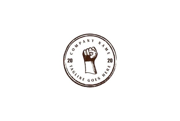 Vintage retrò mano serrata per la ribellione, lo sport di combattimento logo design vector