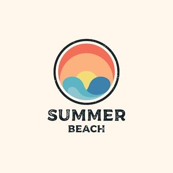Timbro vintage retrò hipster per il design del logo beach surf