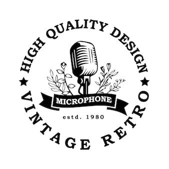 Illustrazione vettoriale dell'emblema del design del logo del microfono retrò vintage per il cantante di trasmissione radiofonica podcast
