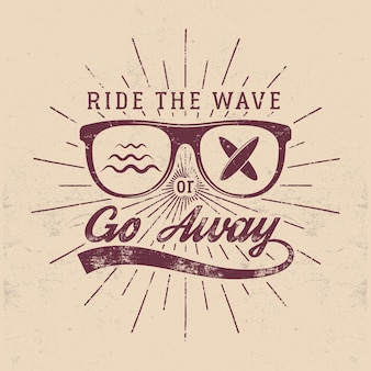 Grafica ed emblema vintage per il surf per il web design o la stampa. surfista, design del logo in stile spiaggia. distintivo da surf in vetro. sigillo per tavola da surf. imbarco estivo. cavalca l'onda o vai via insegne hipster di vettore.