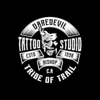 Logo distintivo dell'emblema dello studio del tatuaggio vintage