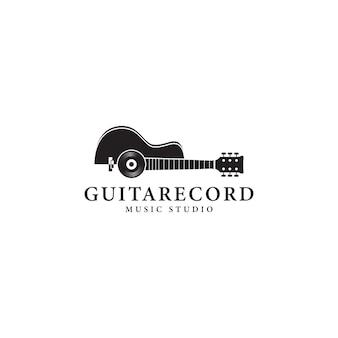 Modello di logo di disco in vinile e chitarra acustica
