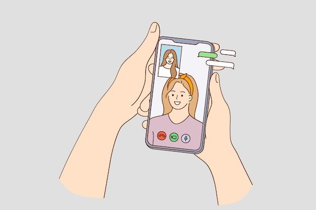 Conversazione virtuale e chat con gli amici durante il concetto covid