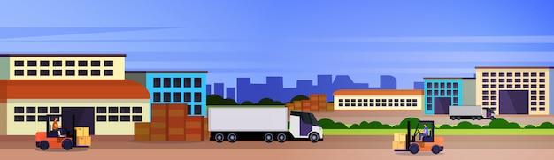 Concetto internazionale all'aperto di consegna del trasporto industriale del carico del rimorchio dei semi del caricamento del carrello elevatore del magazzino