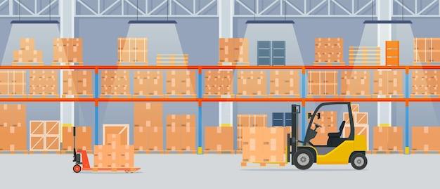 Interno del magazzino con scatole di cartone