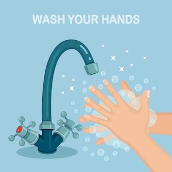 Lavarsi le mani con schiuma di sapone, scrub, bolle di gel. rubinetto dell'acqua, perdita dal rubinetto. igiene personale, concetto di routine quotidiana. corpo pulito.