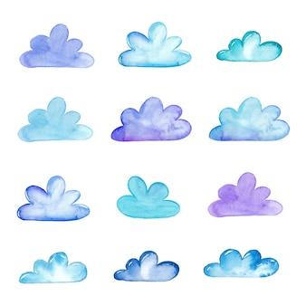 Raccolta di nuvole dell'acquerello isolato su priorità bassa bianca.