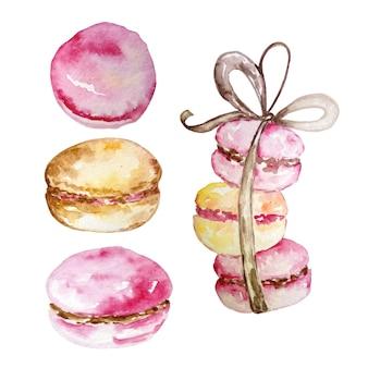 Insieme dell'acquerello di tre macarons legati con un nastro con un fiocco e separatamente tre macarons su un fondo bianco disegnato a mano