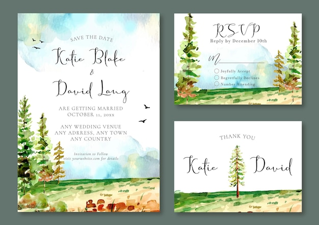 Invito a nozze ad acquerello con alberi di pino nel campo verde e uccelli nel cielo blu