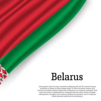 Sventolando la bandiera della bielorussia su bianco