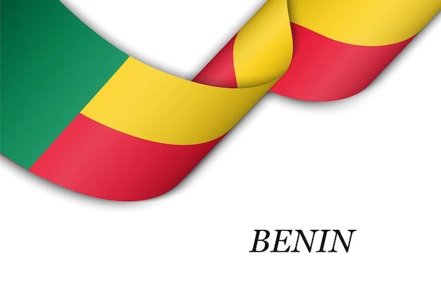 Sventolando in nastro o banner con bandiera del benin.