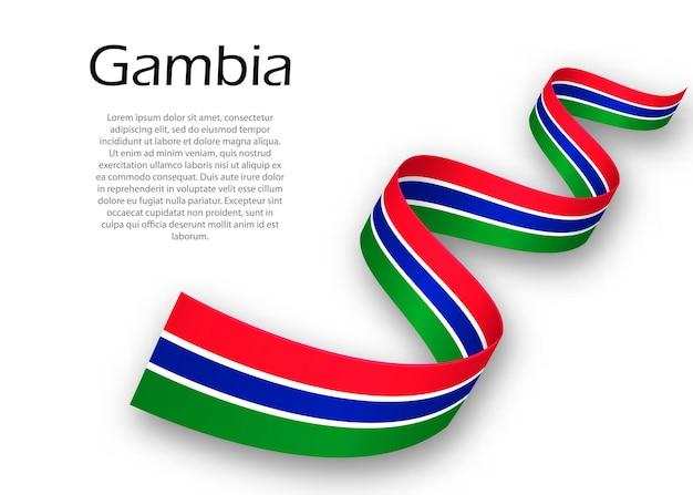 Sventolando il nastro o un banner con la bandiera del gambia. modello per il design del poster del giorno dell'indipendenza