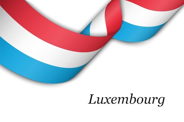 Sventolando il nastro con la bandiera del lussemburgo.