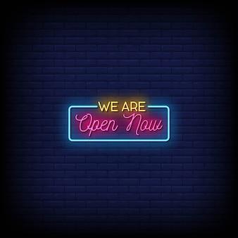 Siamo aperti ora testo in stile insegne al neon
