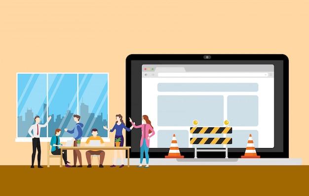Concetto in costruzione del sito web con la gente della squadra che lavora allo sviluppo di programmazione