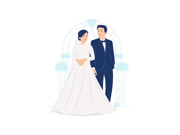Le coppie di nozze hanno sposato la sposa e lo sposo alla cerimonia di nozze che stanno davanti all'illustrazione dell'arco di nozze