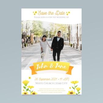 Modello di invito a nozze con la sposa e lo sposo