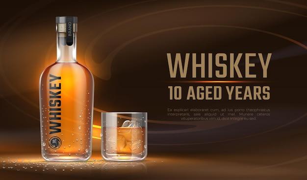 Annuncio di whisky. bottiglia realistica con bevanda alcolica, banner pubblicitario con mockup di bottiglia di vetro