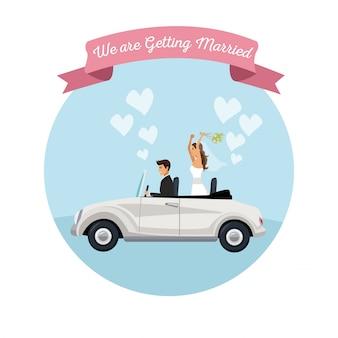 Sfondo bianco della coppia di sposi sposo nel veicolo
