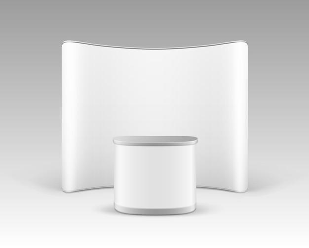 Stand pop-up per esposizione commerciale in bianco bianco per presentazione con tavolo contatore di promozione isolato su sfondo bianco