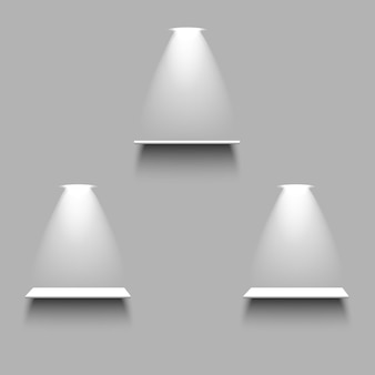Scaffali vuoti bianchi con luce e ombra su sfondo grigio. insieme di elementi realistici 3d