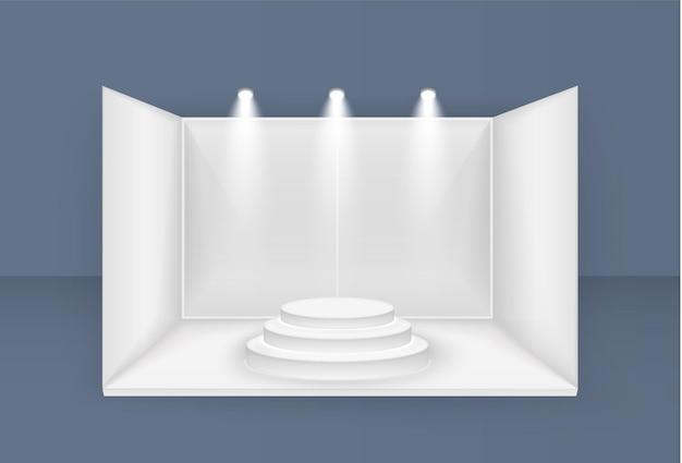 Stand espositivo bianco, con faretti vista frontale esposizione della sala eventi di presentazione