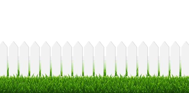 Recinto bianco con erba verde e bordo bianco