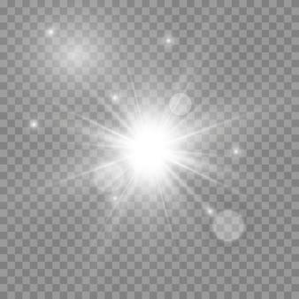 Luce bianca incandescente. bellissima stella luce dai raggi. sole con riflesso lente. bella stella luminosa. luce del sole.