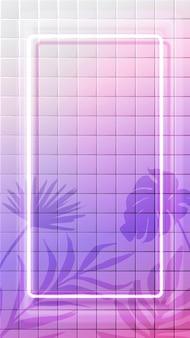 Cornice verticale al neon bianca incandescente su sfondo di piastrelle con sovrapposizione di ombre di foglie tropicali. sfondo surreale olografico rosa. 9:16 in formato storie sui social media.