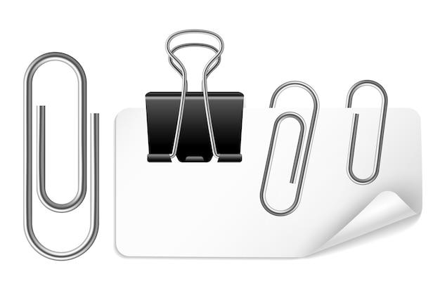 Supporto di carta bianco e clip isolati su bianco