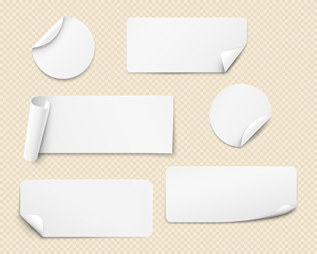 Adesivi in carta bianca di varie forme con angoli ritorti.