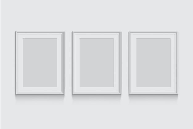 Cornici per foto o foto bianche isolate su sfondo grigio.