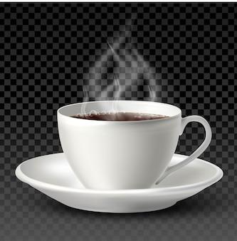 Tazza di porcellana bianca con tè o caffè all'interno e un piatto su sfondo bianco.