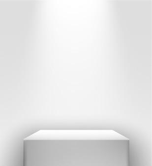 Stand di presentazione bianco con luce spot davanti a una parete bianca
