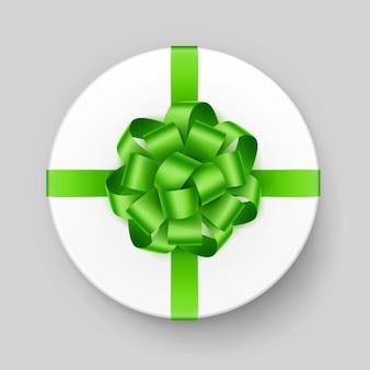 Scatola regalo rotonda bianca con fiocco verde chiaro brillante e vista dall'alto del nastro da vicino sullo sfondo