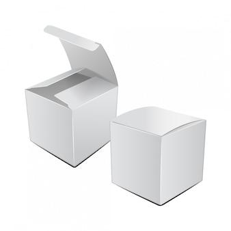 Scatola da imballaggio in cartone bianco quadrato.