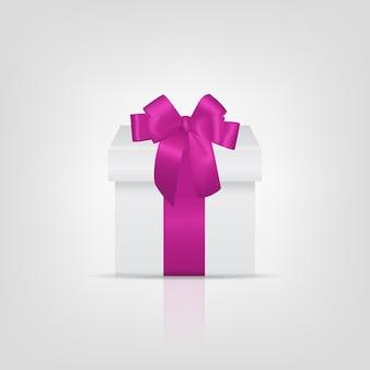 Scatola regalo quadrata bianca con nastro rosa e fiocco