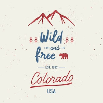 Selvaggio e libero con scritte a mano colorado. concetto di viaggio con montagne e schizzi ad acquerelli astratti.