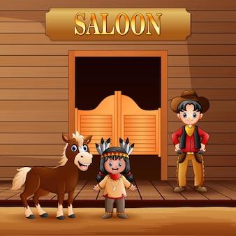 Saloon del selvaggio west con cowboy e ragazza indiana americana