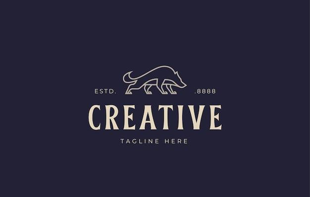 Modello di progettazione del logo del lupo selvaggio illustrazione vettoriale di un lupo arrabbiato con un design della vista laterale Vettore Premium