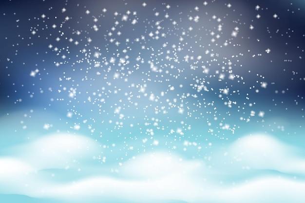 Paesaggio invernale di natale. neve bianca che cade su uno sfondo di cumuli di neve soffici bianchi e un cielo gelido scuro.