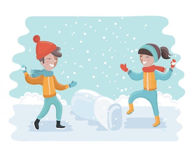 Divertimento invernale bambini allegri lanciando palle di neve o giocando nella neve.