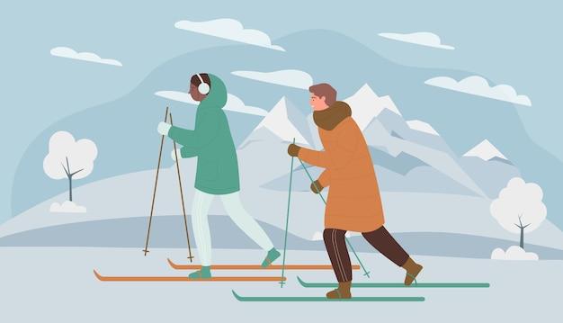 Persone di sport di sci invernale corsa con gli sci nella natura della neve di montagna