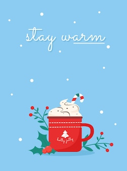 Desiderio di stare al caldo con la tazza di agrifoglio jolly tazza di chrismtas con caramelle e panna intorno alle piante