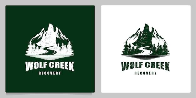 Lupo che ulula nella montagna collina foresta logo design vintage