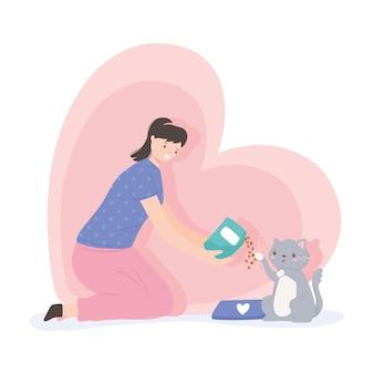 Donna che allatta un simpatico gatto