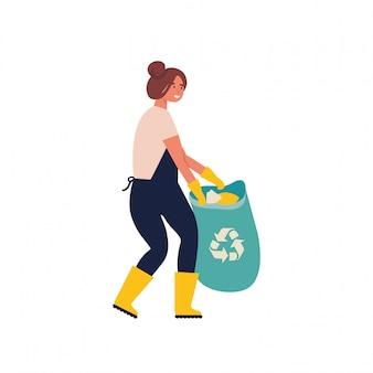 Donna che raccoglie immondizia e rifiuti di plastica per il riciclaggio. riciclaggio del servizio. riciclare i rifiuti organici di smistamento in contenitori diversi per la separazione per ridurre l'inquinamento ambientale.