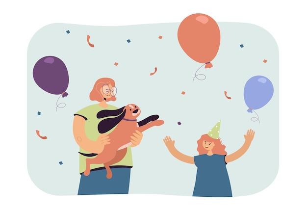 Donna che tiene il cane e la piccola festeggiata